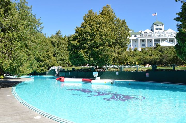 Grand Hotel – Esther Williams Swimming Pool